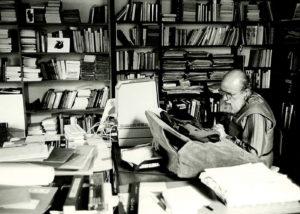 Michel BUTOR dans son bureau