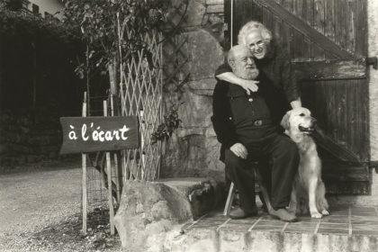 Michel et Marie-Jo Butor devant la maison A l'écart