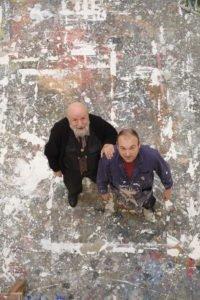 Michel Butor et Miquel Barcelo en 2013, dans l'atelier de l'atiste à Paris, crédit Maxime Godard.